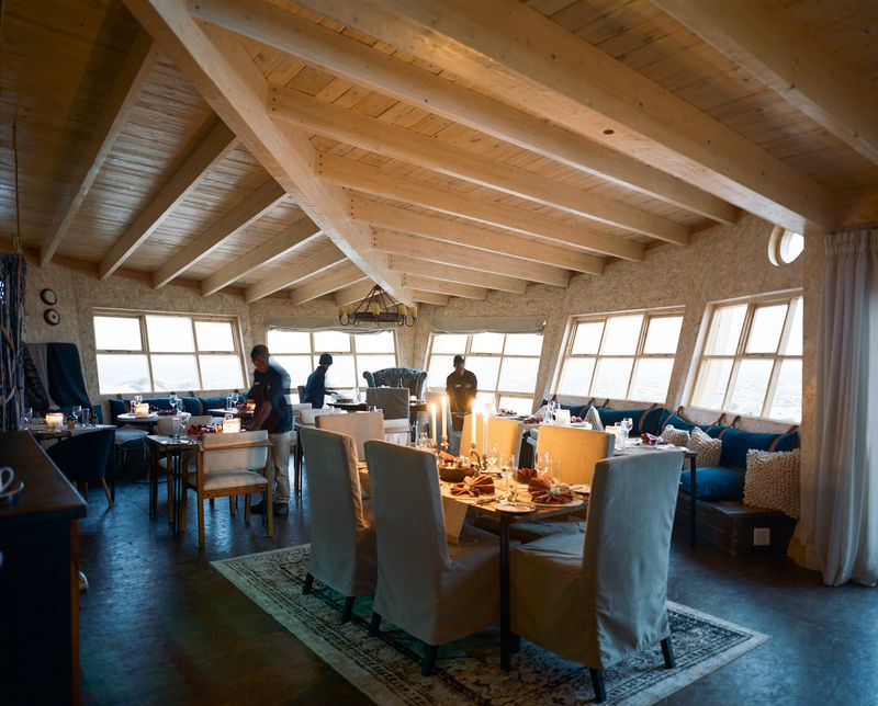 hk_c_20Shipwreck Lodge - Main area & dining room_800px.jpg