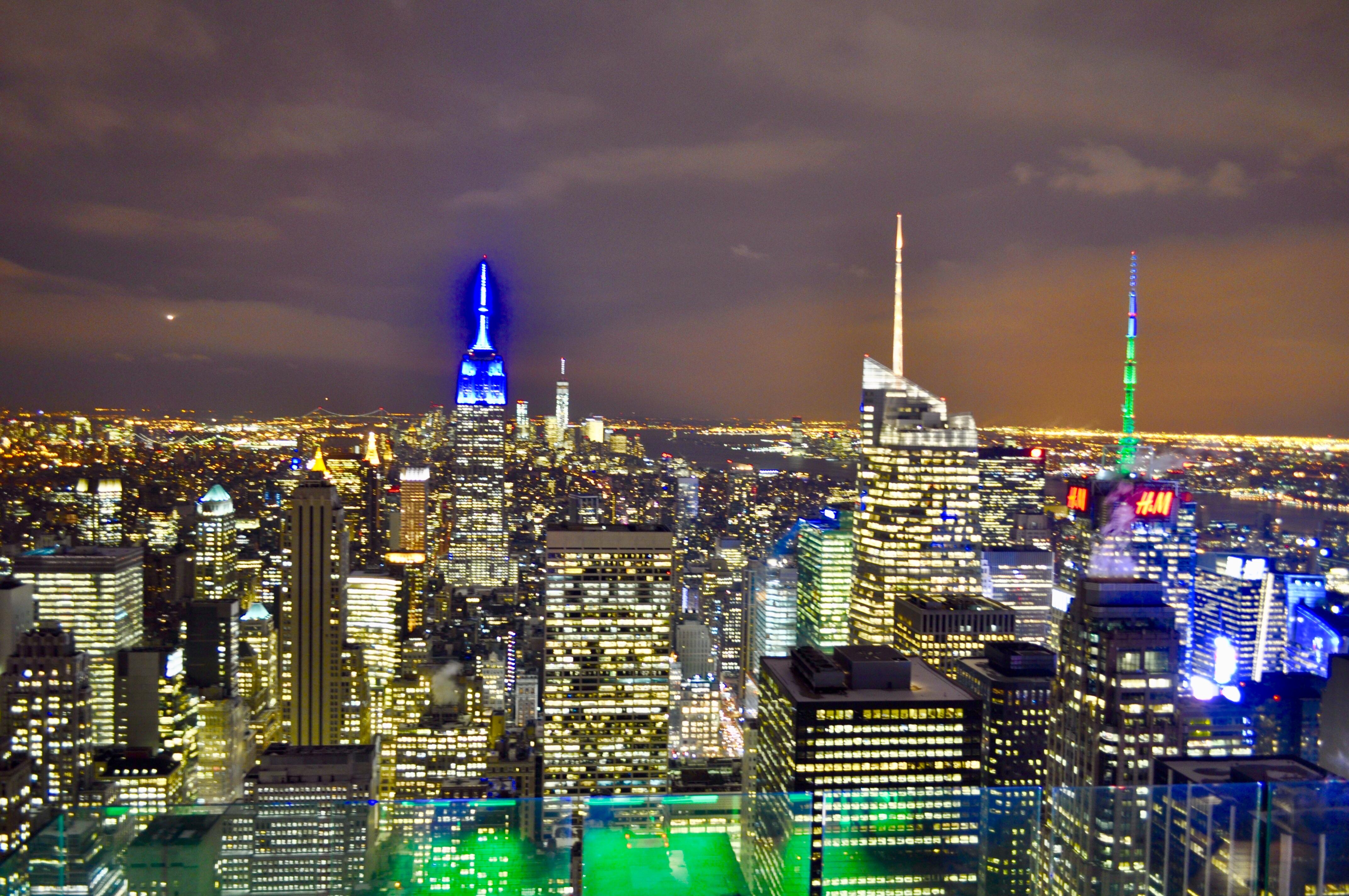 hk_c_攝於美國紐約。位於帝國大廈高處俯瞰紐約全景,各種地標性建築盡收眼底。好心情.jpeg